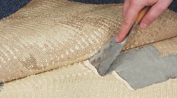 Teppichkleber entfernen? Lesen Sie unsere Tipps