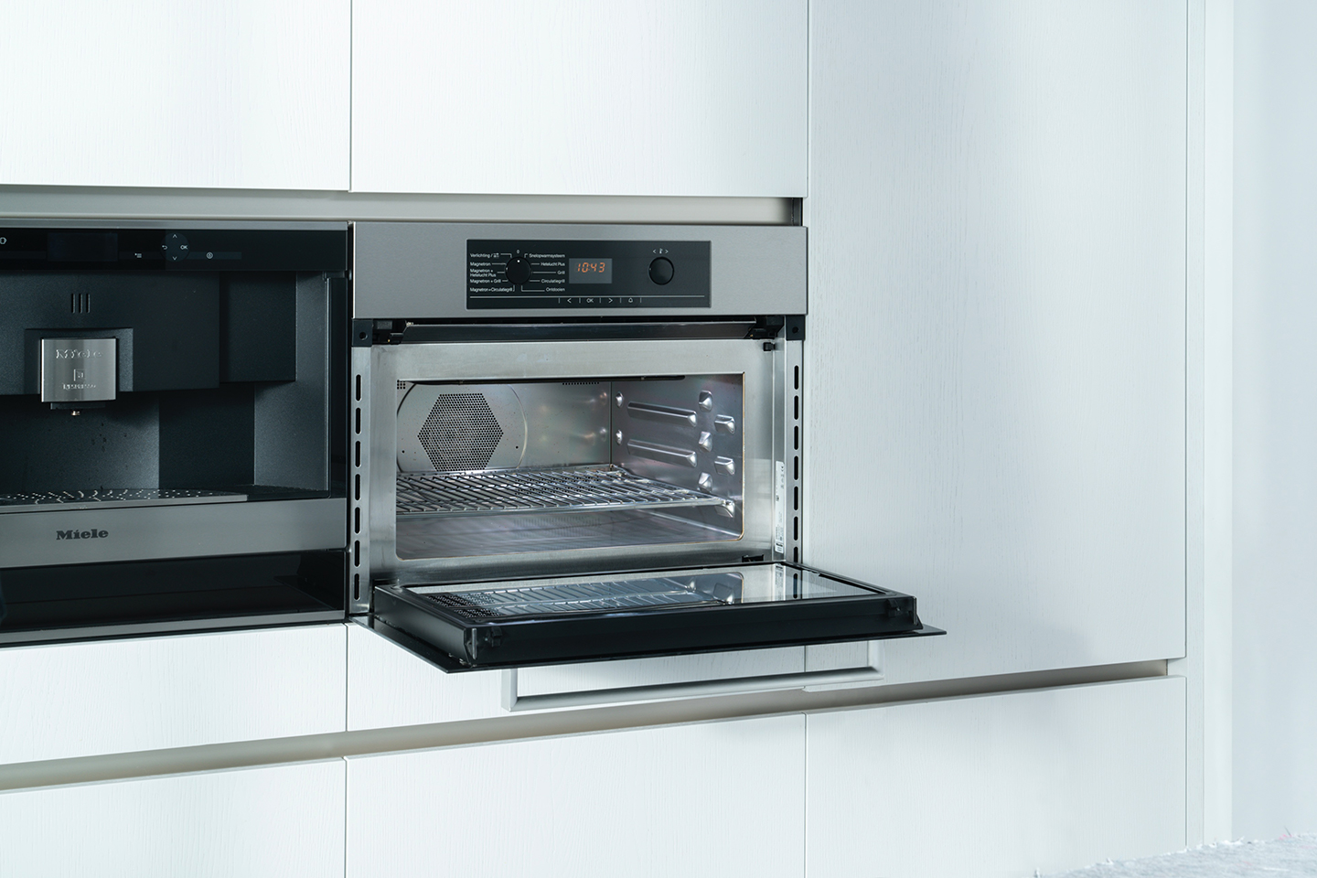 A clean oven without it becoming a mammoth task.
